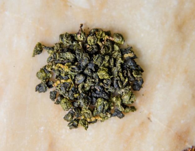 Zielona herbata z liści chińskiego mleka dla zdrowia