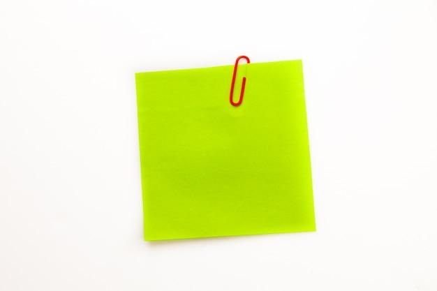 Zielona kartka samoprzylepna z spinaczem
