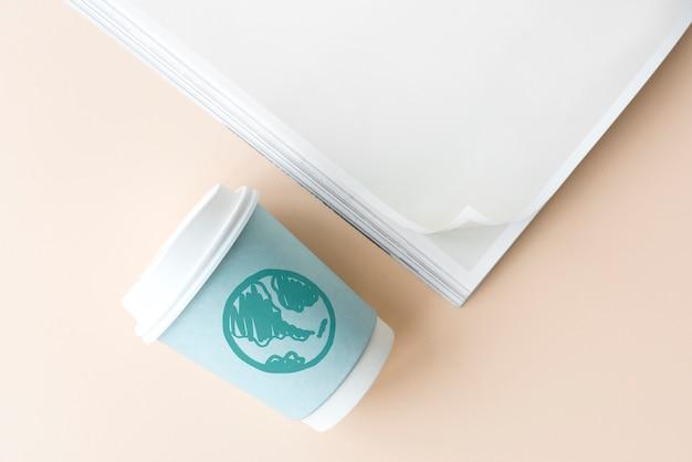 Zielona kula ziemska na kubek papierowy