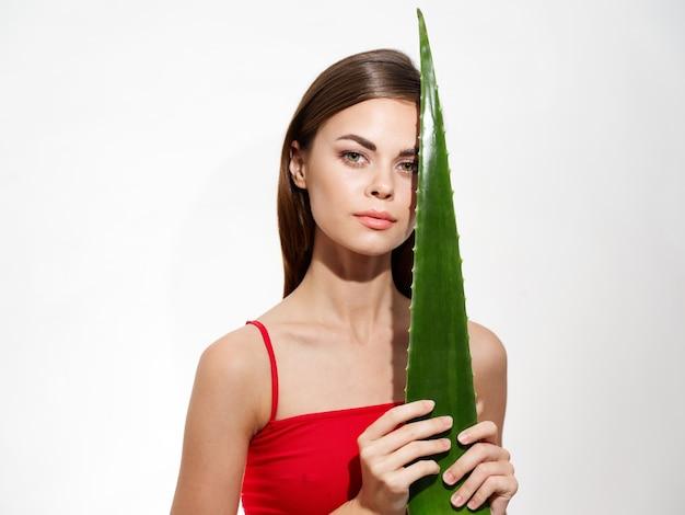 Zielona lub jadalnia czysta skóra piękna kobieta portret model kosmetyczny