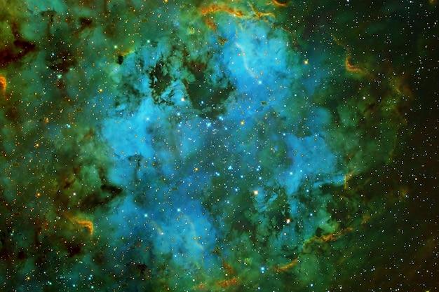 Zielona przestrzeń na ciemnym tle. elementy tego obrazu dostarczyła nasa. zdjęcie wysokiej jakości