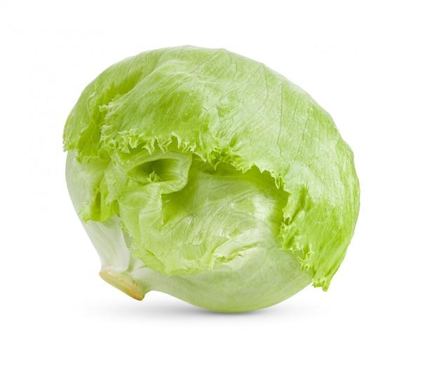 Zielona sałata lodowa na białym
