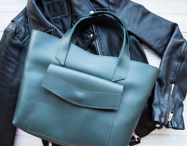Zielona skórzana torba