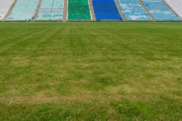 Zielona trawa trawnik na stadionie na świeżym powietrzu kopia makieta przestrzeni dla projektów tekstowych