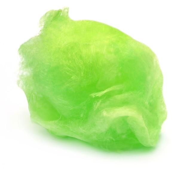 Zielona wata cukrowa na białym tle