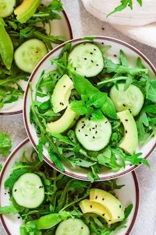 Zielona wegańska sałatka