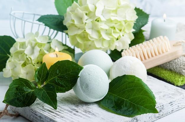 Zielone, aromatyczne kule do kąpieli z kwiatami hortensji