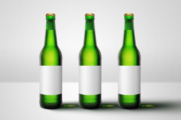 Zielone butelki piwa z długą szyjką i pustą etykietą