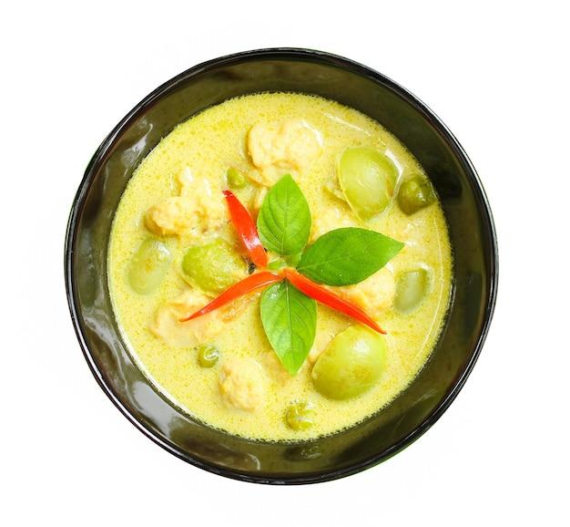 Zielone curry wieprzowe, kuchnia tajska. kokos.