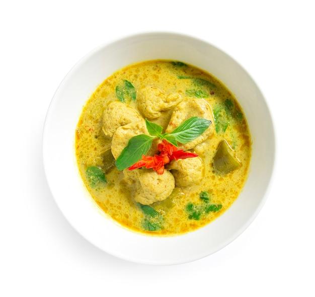 Zielone curry z kulką rybną w słodkiej paście chili z mlekiem kokosowym