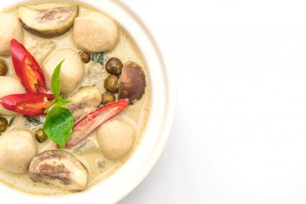 Zielone curry z kulką rybną