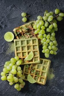Zielone gofry z winogronami