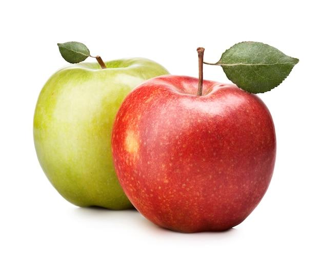 Zielone i czerwone jabłko na białym tle