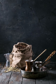 Zielone i palone ziarna kawy