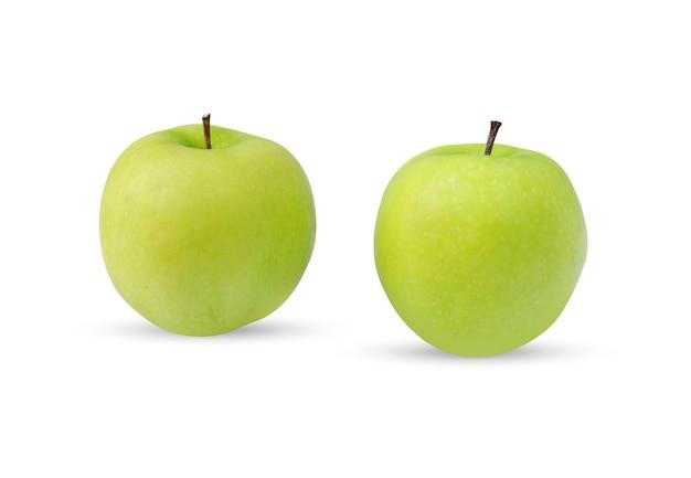 Zielone jabłko (malus domestica) na białym tle