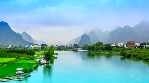 Zielone miasto piękne sceny azjatyckich miasta