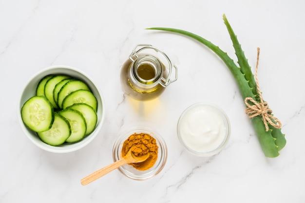 Zielone naturalne składniki do wykonania maski kosmetycznej