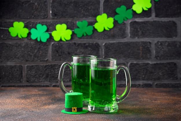 Zielone piwo z okazji dnia świętego patryka