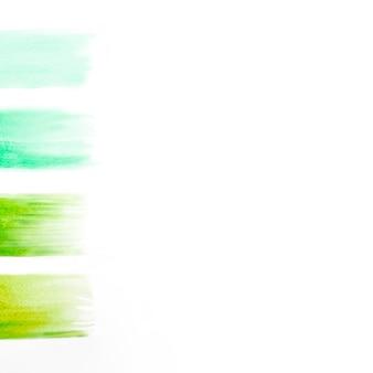 Zielone pociągnięcia pędzlem na przezroczystym papierze