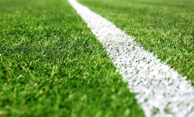 Zielone pole do gier sportowych