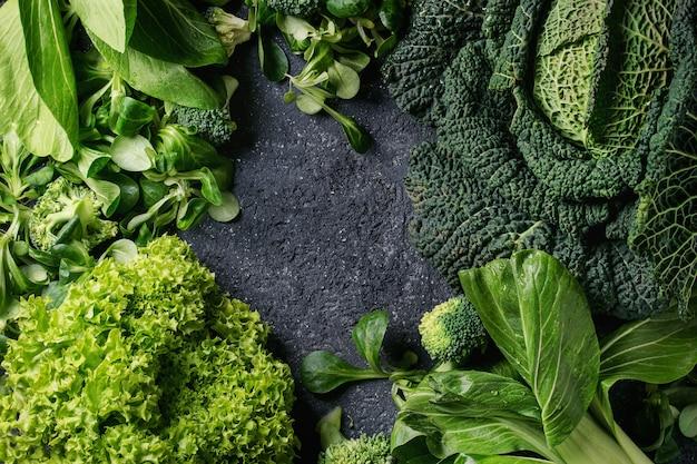 Zielone sałatki i kapusta