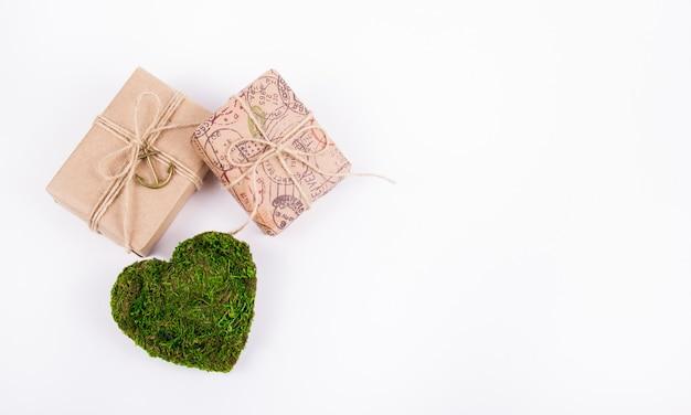 Zielone serce i prezenty, romantyczna koncepcja