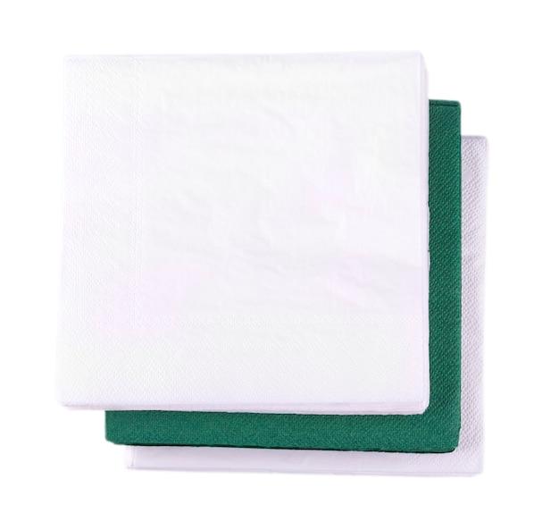 Zielone serwetki na białym tle.