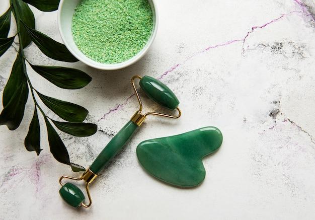 Zielone spa, wałek do twarzy i sól do kąpieli