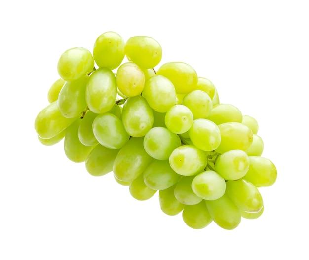 Zielone winogrona na białym tle