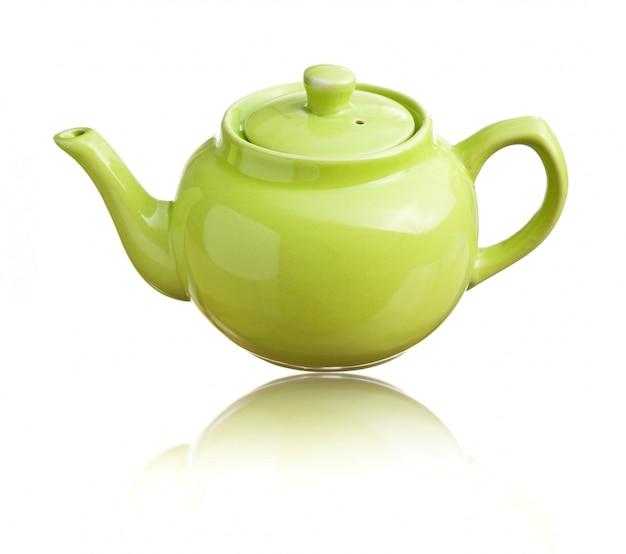 Zielony czajniczek na białym tle