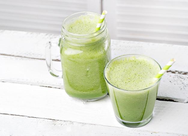 Zielony koktajl detoksykacyjny. przepisy na koktajle dla szybkiej utraty wagi