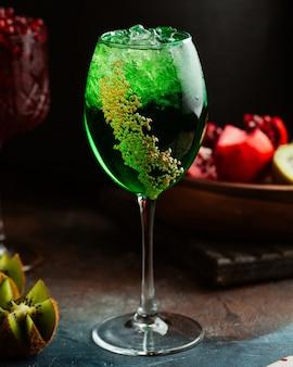 Zielony koktajl z kiw