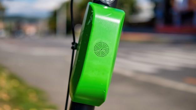Zielony lokalizator gps do wypożyczenia skutera elektrycznego