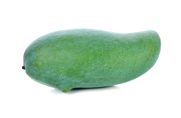 Zielony mango na bielu