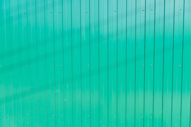 Zielony metalu ogrodzenia tło, bezszwowa tekstura