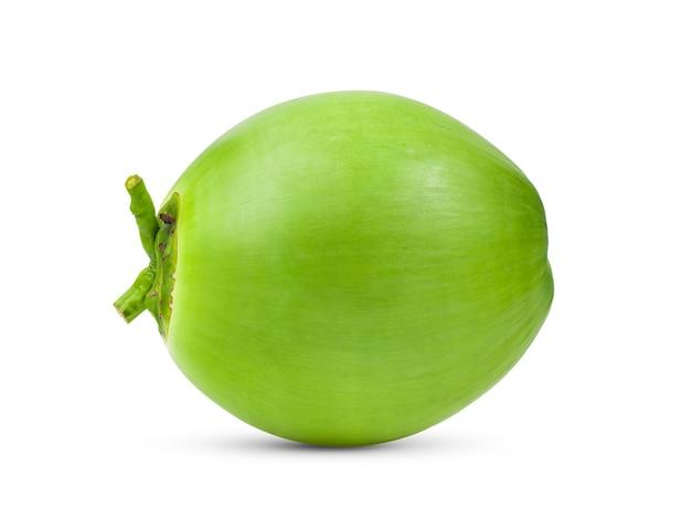 Zielony młody kokos na białym tle