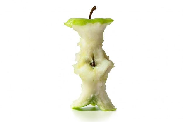 Zielony rdzeń jabłkowy na białym izolacie.