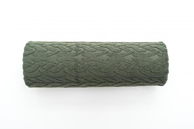 Zielony ręcznik na białym tle