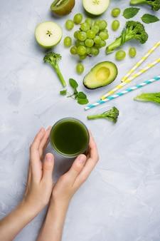 Zielony sok, owoce i warzywa