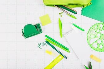 Zielony szkolny zestaw