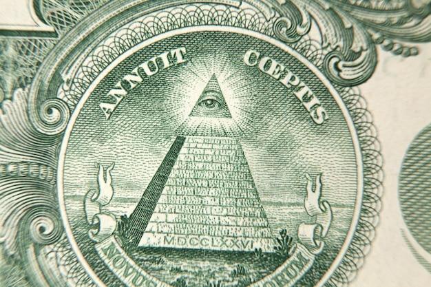 Zielony trójkąt na zbliżeniu dolara