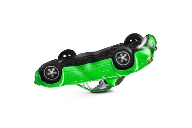 Zielony wypadek samochodowy ze sceną uszkodzenia