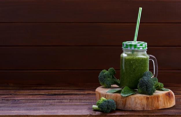 Zielony zdrowy koktajl