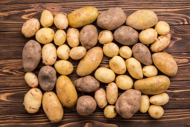 Ziemniaki naturalne na podłodze