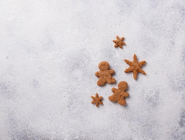 Zima bożenarodzeniowy skład z piernikowymi ciastkami