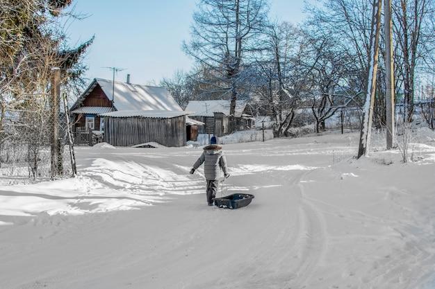 Zima we wsi.