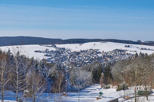 Zima widok augustusburg, małe miasteczko w mittelsachsen blisko chemnitz w niemcy