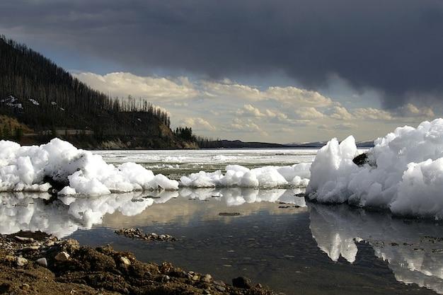 Zima yellowstone niebo jezioro burza wyoming
