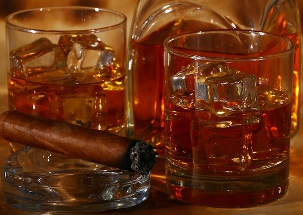 Zimna whisky i cygaro