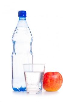 Zimna woda z owocami